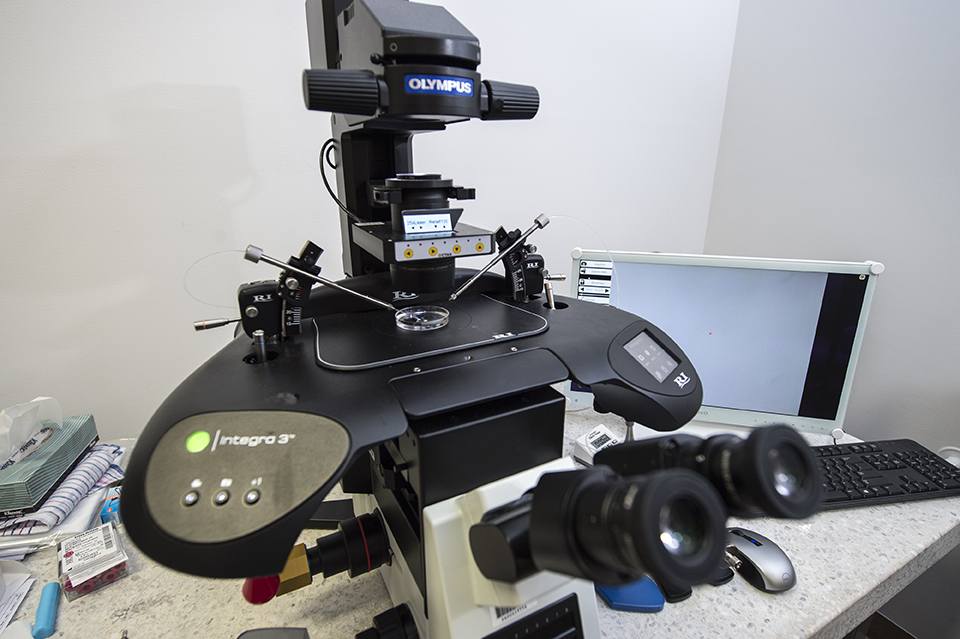Octax laser system on Olympus Microscope and RI-Integra3 manipulator
